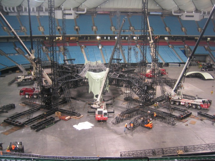u2-stage-set-up-bc-place-5